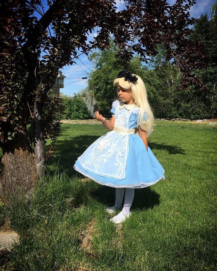 alice-in-wonderland-dress-nephi-garcia