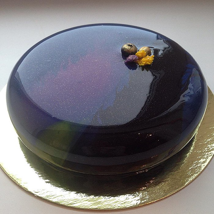 galaxy-mirror-marble-glaze-cake