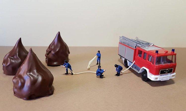 putting-out-fire-mini-world-dessert