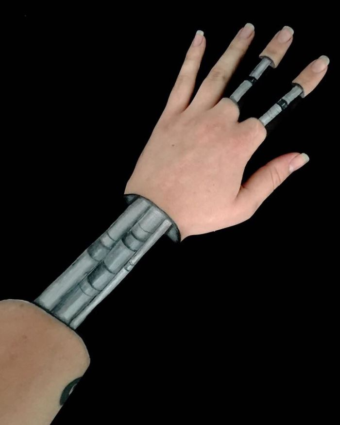 robot-optical-illusion-on-arm