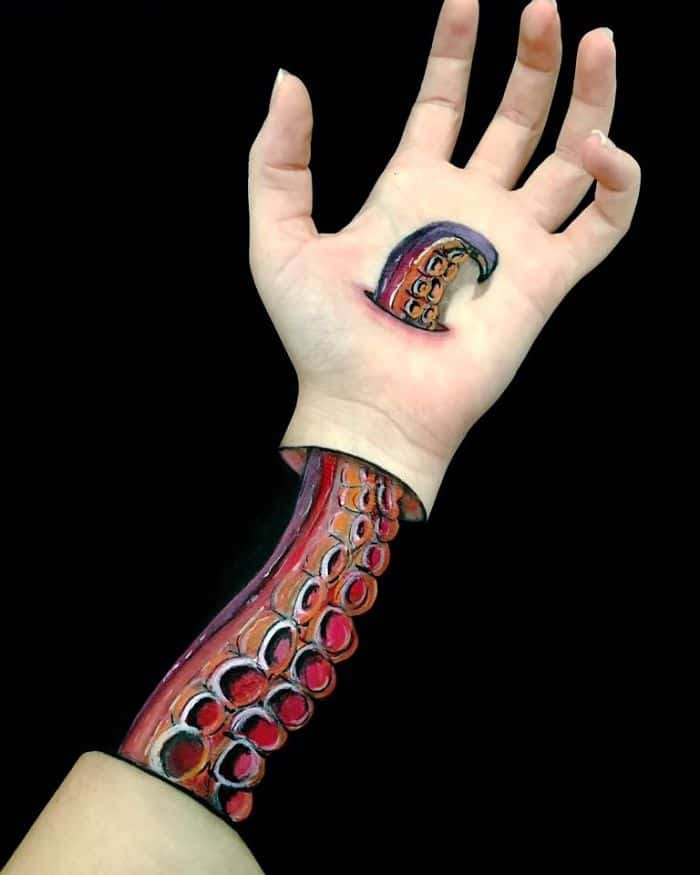 tentacle-optical-illusion-on-arm