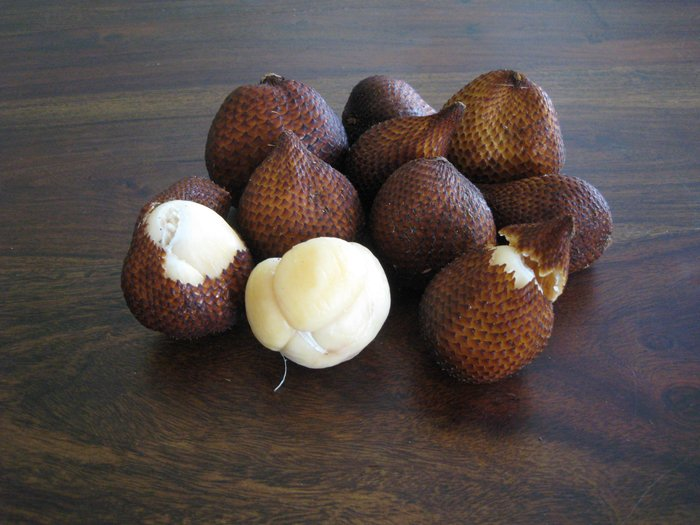 weird-fruits-snake-fruit-scaly-prickly-sweet-sour