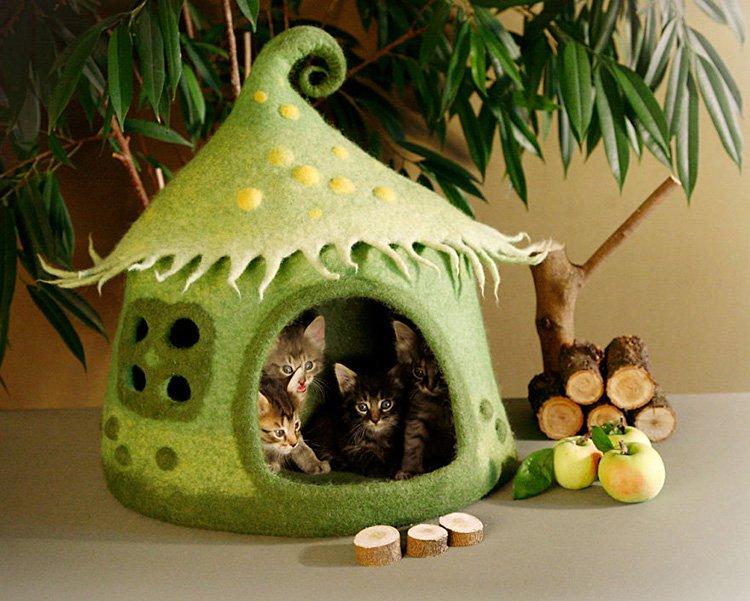 my-felted-world-cat-house-full-of-kittens