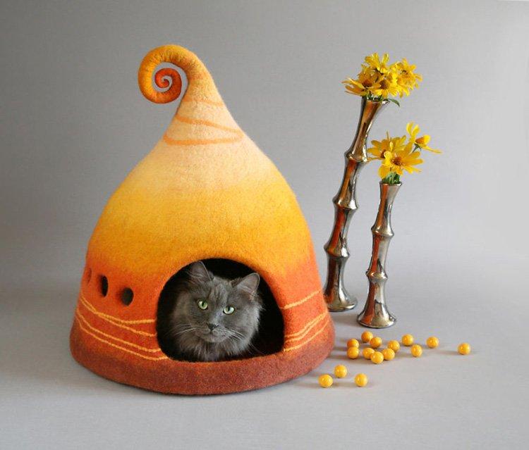 my-felted-world-orange-cat-felt-house