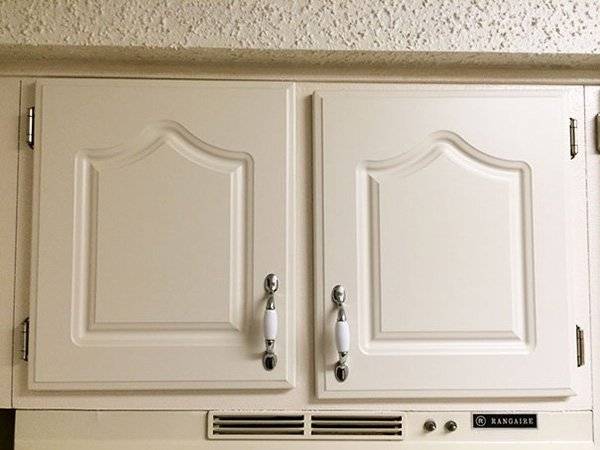 annoying-uncomfortable-images wonky cabinet doors
