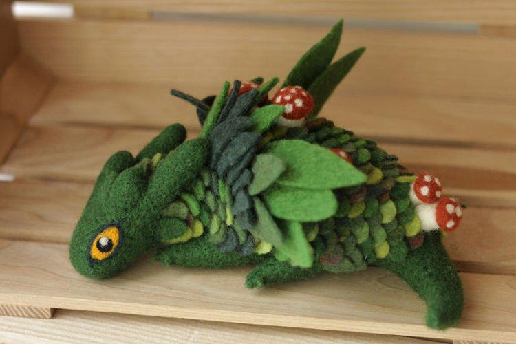 felt-dragons-alena-bobrova-green-and-mushrooms