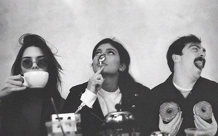 guy-photoshops-himself-into-kendall-jenner-photo-jenner-sisters