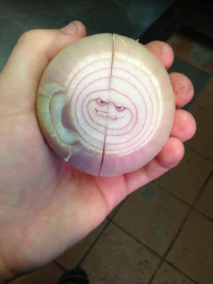oddly-shaped-fruit-vegetables-evil-onion