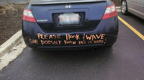 funny-couples honk and wave