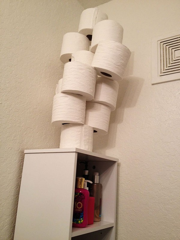 funny-couples toilet roll stack