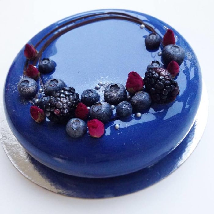 mirror marble mousses blue with berrys