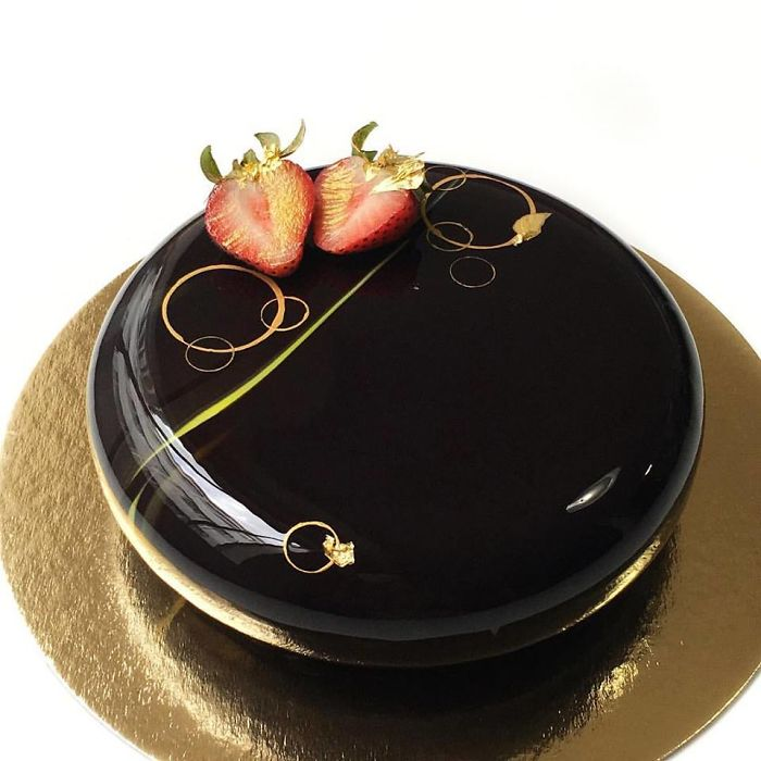 These Mouthwatering Mirror-Glazed Mousse Cakes Will Blow