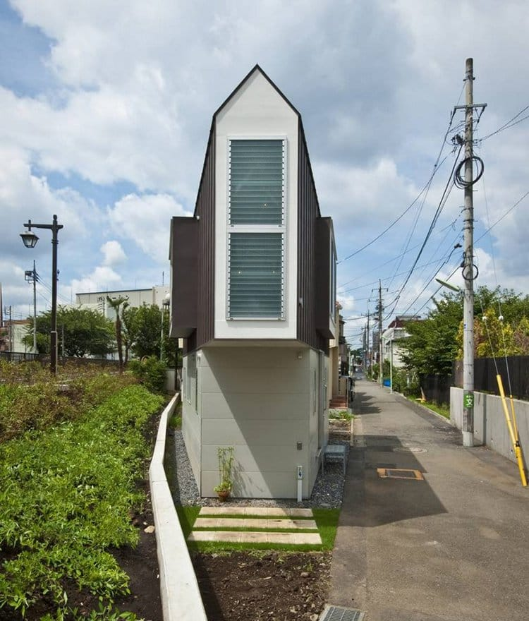 narrow house japan outside view