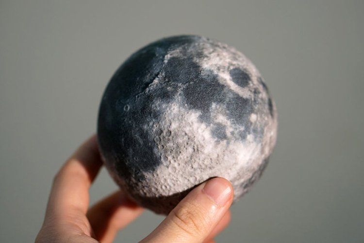 3d-planet-models-moon globe with surface relief detail