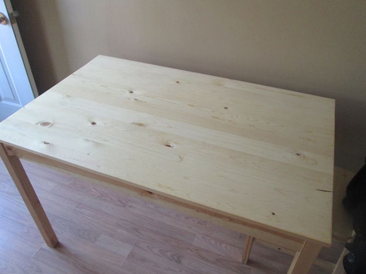 standard wooden table