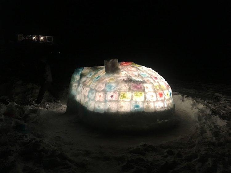 building an igloo nightime glowing