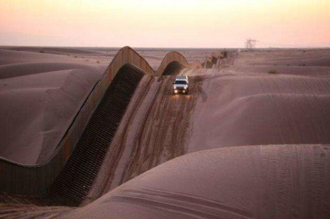 curvy border fence algodones sand dunes