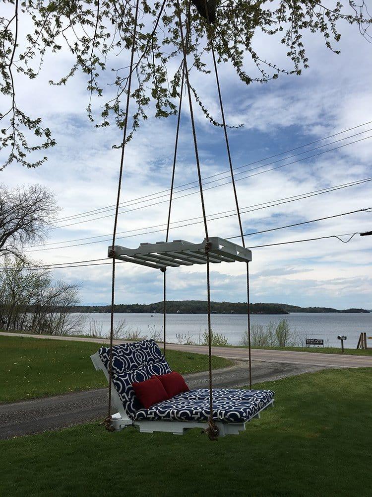 Pallet Lounge Tree Swing