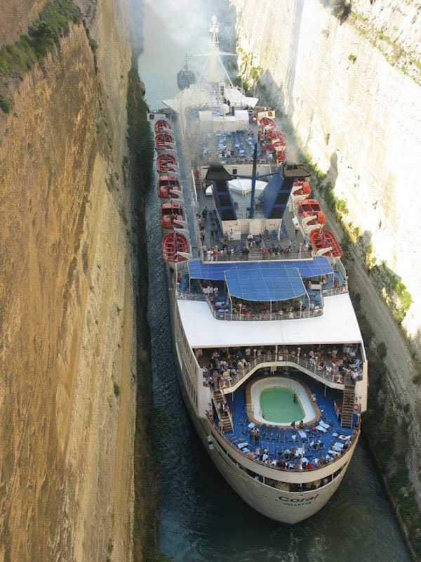 cruise ship squeezing though corinth canal greece