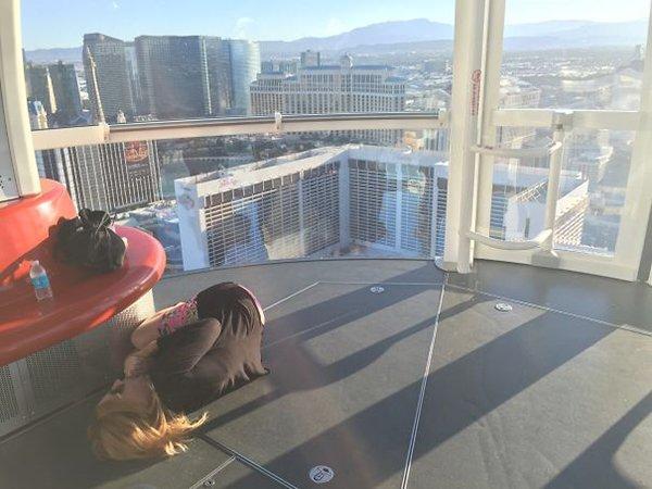 girlfriend afraid of heights on ferris wheel