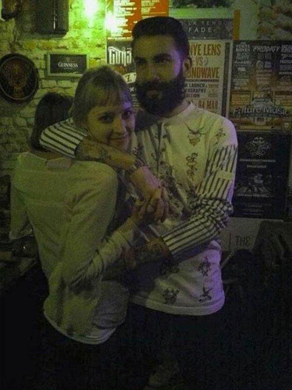 guy arm round girl looks weird