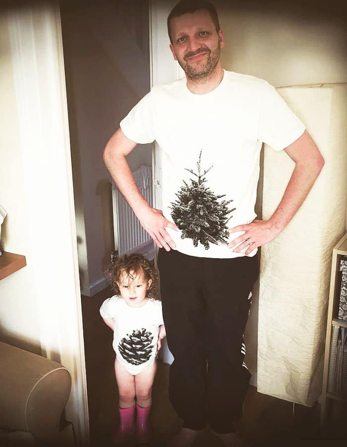 Awesome T-Shirt Pairs tree and pine cone