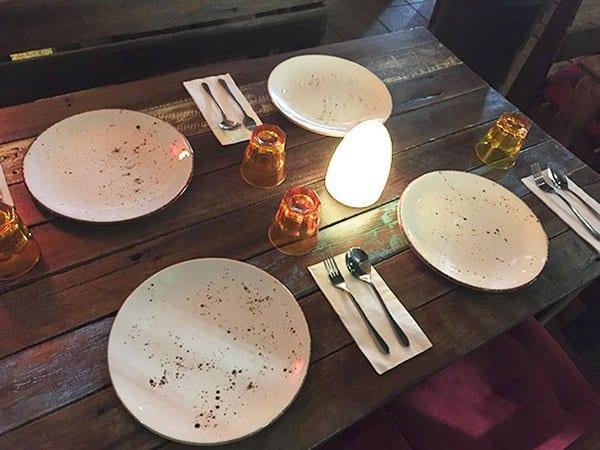 Bar And Restaurant Fails dirty plates
