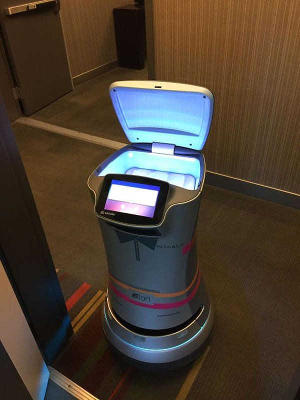 Genius Hotels robot delivery