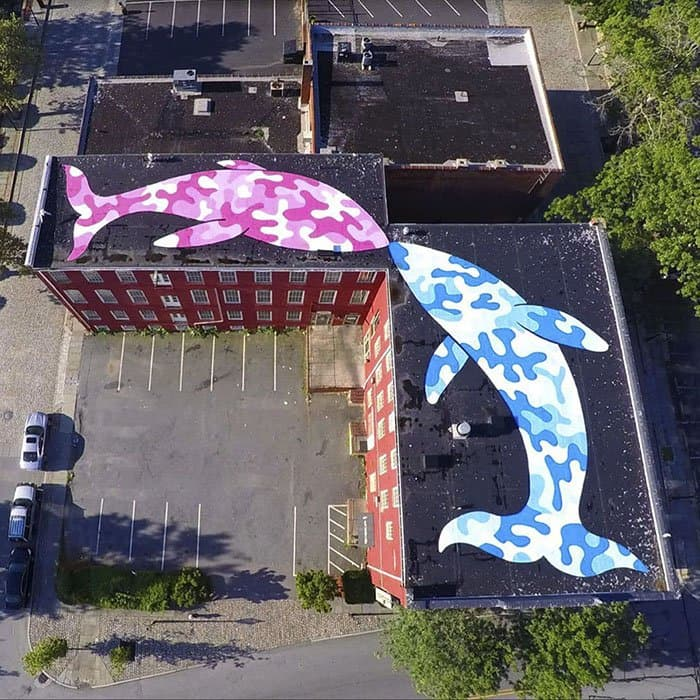 Genius Street Artist fish kissing