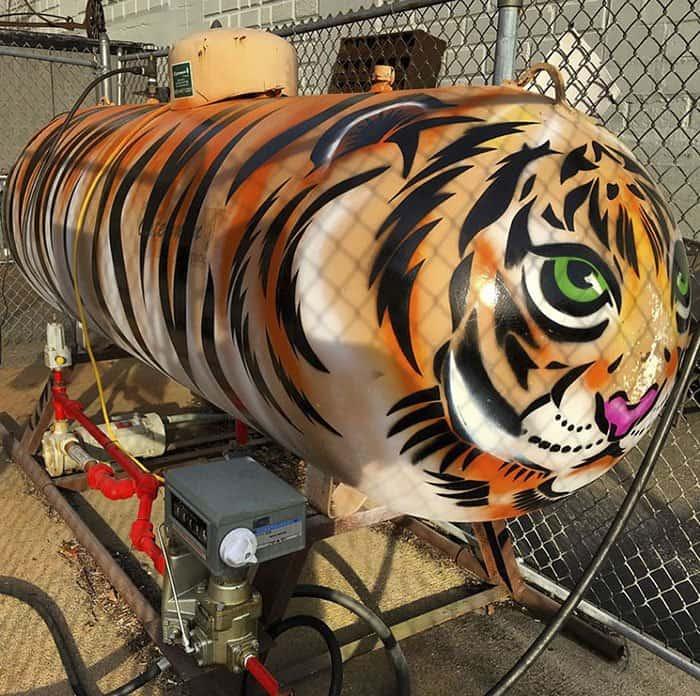Genius Street Artist tiger