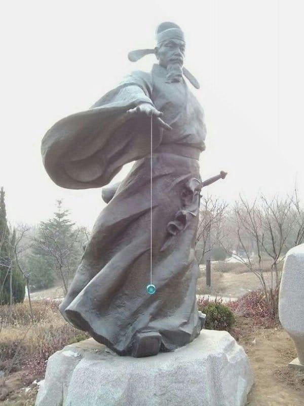 Genius Vandalism statue yoyo