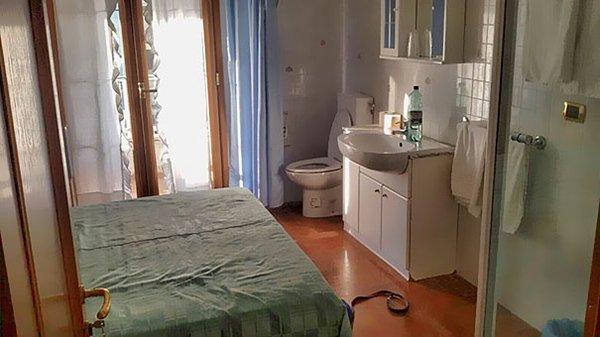 Hotel Fails toilet in bedroom no walls