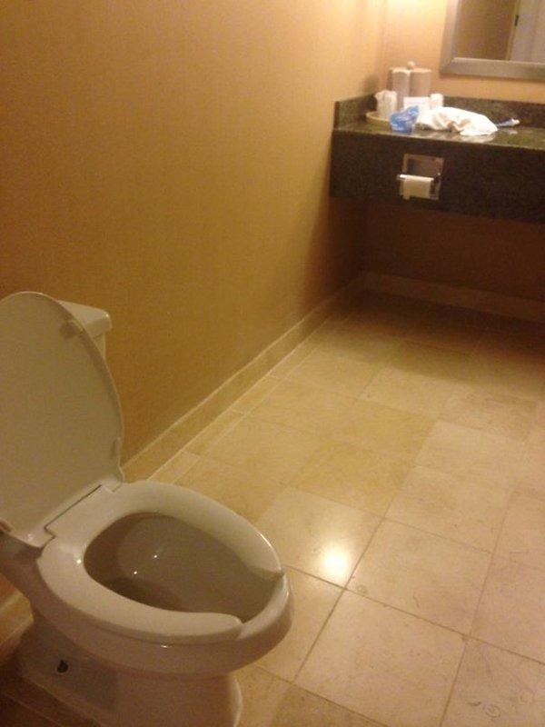 Hotel Fails toilet roll holder far away