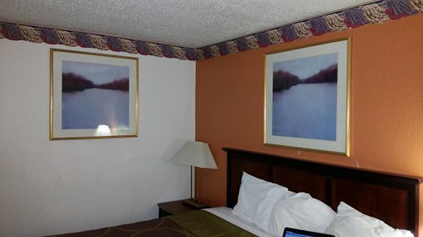 Hotel Fails two of the same painting