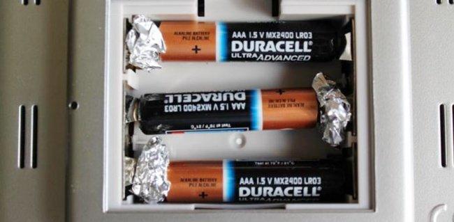 Aluminum Foil Life Hacks extend battery life
