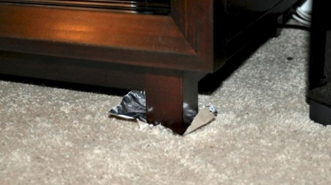 Aluminum Foil Life Hacks move furniture