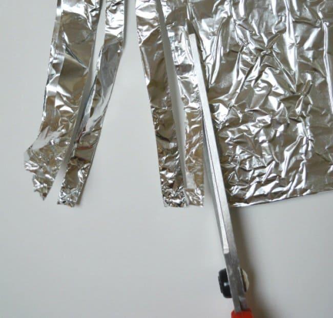 Aluminum Foil Life Hacks sharpen scissors
