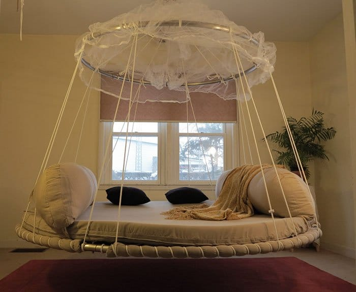 Creative And Comfy Looking Beds hangs from ceiling