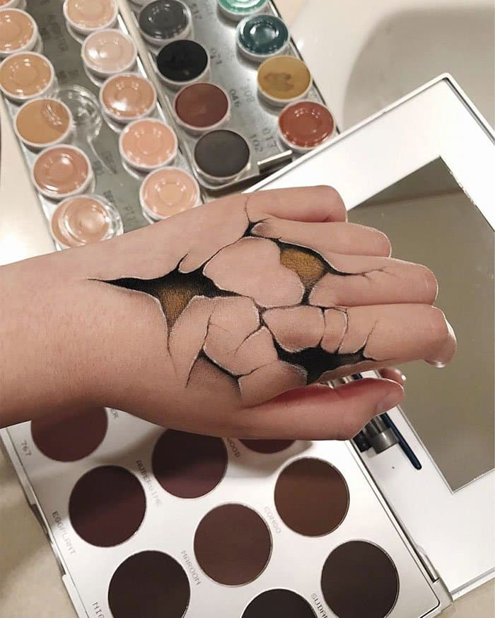 Optical Illusions With Makeup cracked hand