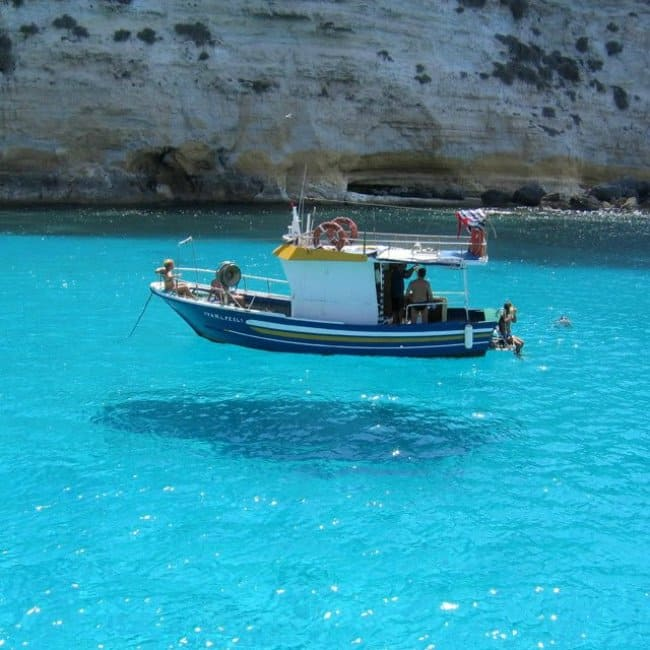 Photos That Will Make You Do A Double Take extremely clear water floating boat