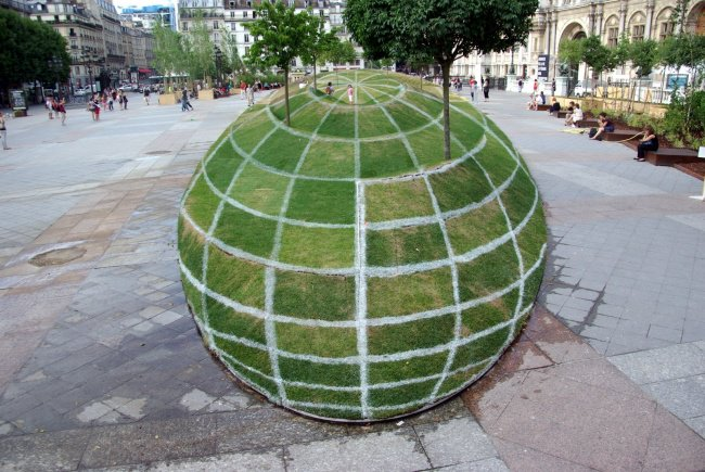 Photos That Will Make You Do A Double Take paris optical illusion