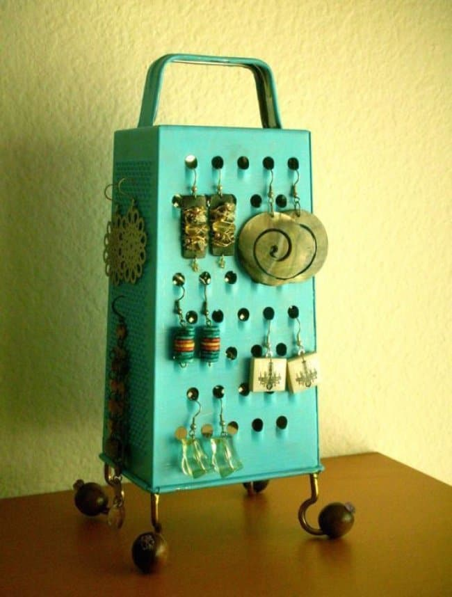 Ideas For Using Everyday Items In Different Ways grater earrings holder