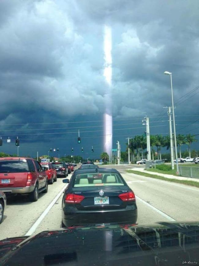 Misleading Photos ray of light after lightning