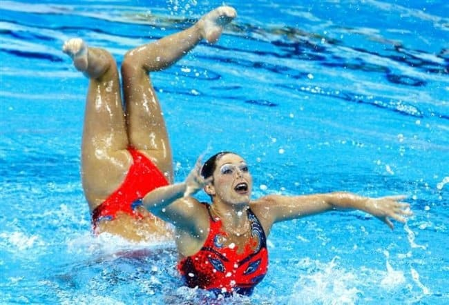 Photos That Will Trick Your Brain long body swimmer