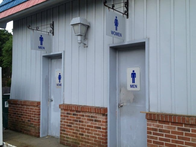 Photos Where Something Went Terribly Wrong toilet signs