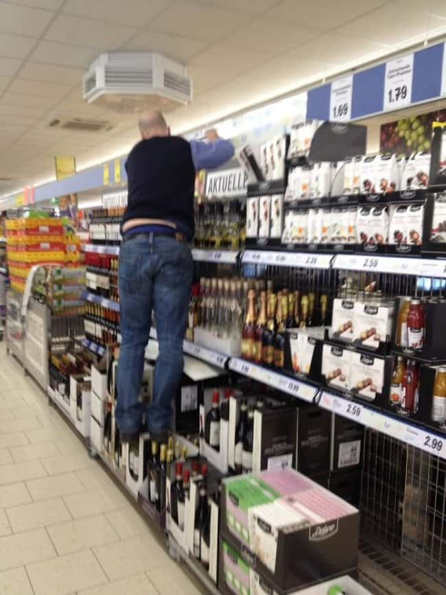 Reasons Why Women Live Longer Than Men standing on wineReasons Why Women Live Longer Than Men standing on wine