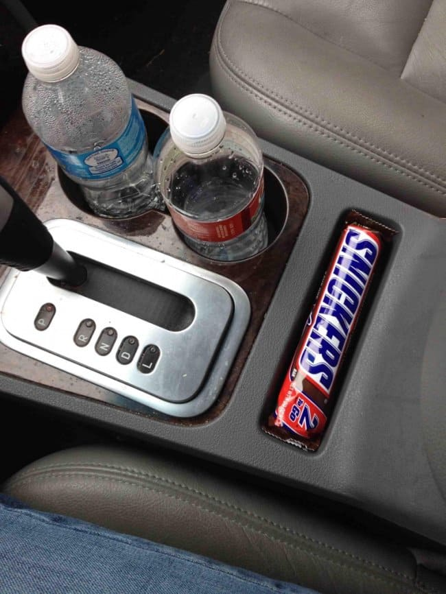 Satisfying Photos snickers compartment