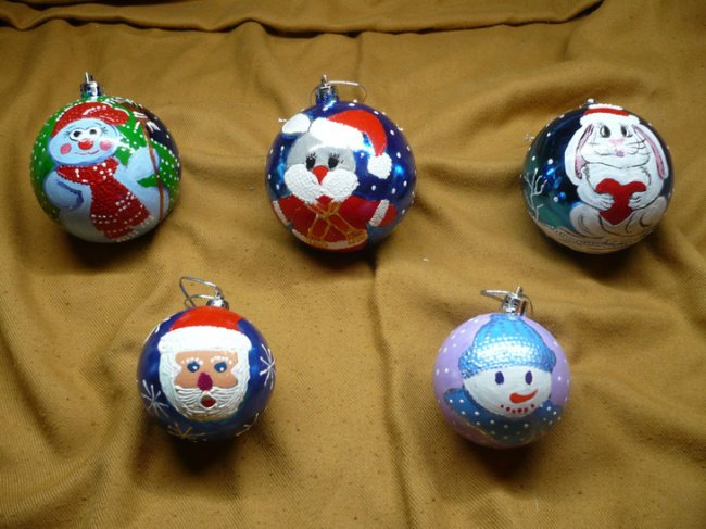 Ways To Keep Your Kids Entertained make ornaments