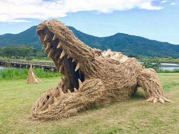Giant Straw Animals crocodile