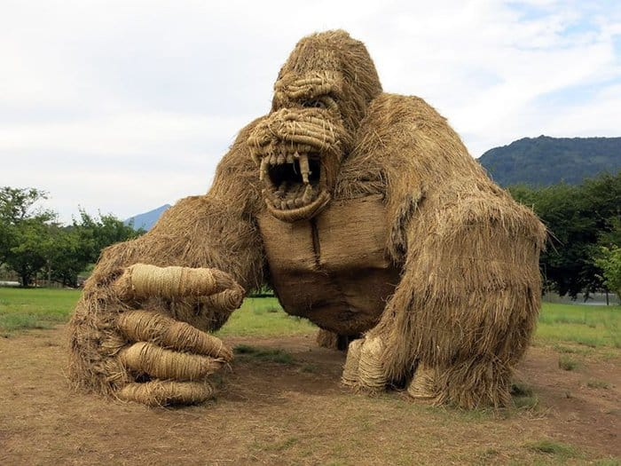 Giant Straw Animals gorilla
